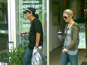 Alice Cooper goes shopping with young girlfriend